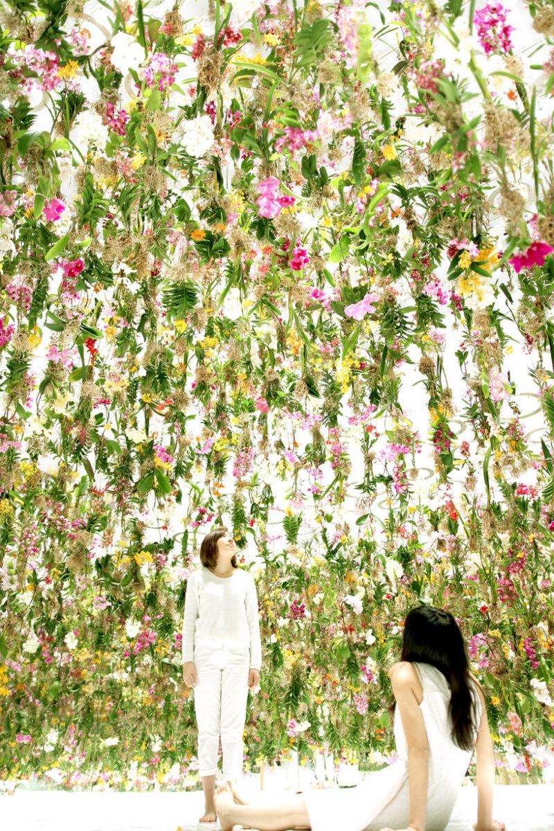 Coveted-Floating-Flower-Garden-teamlab-floating-flower-garden-designboom-02
