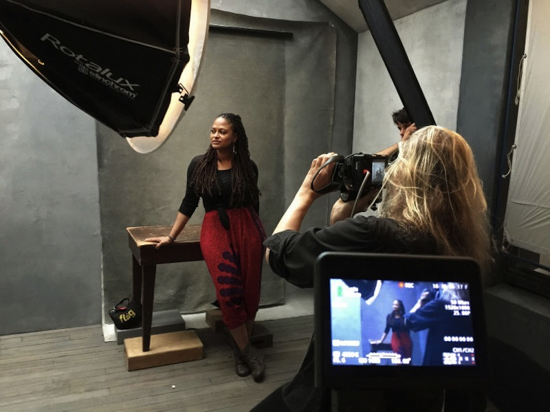 first-look-at-the-official-images-for-2016-pirelli-calendar-021ava-duvernay-1