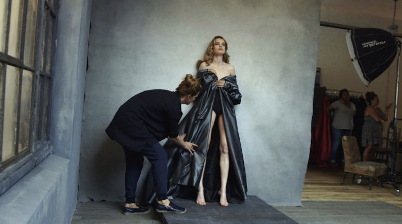 first-look-at-the-official-images-for-2016-pirelli-calendar-natalia-vodianova