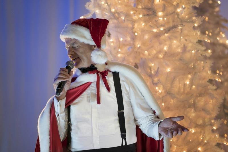 very-murray-christmas-george-clooney-sings-1