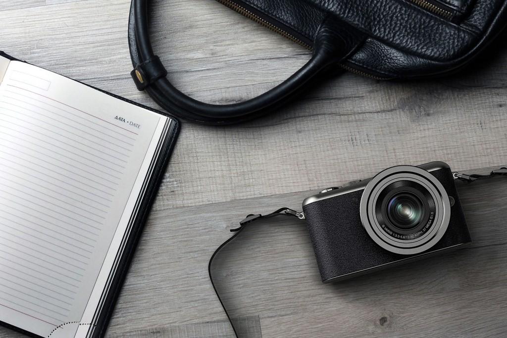 Blond-segment-compact-mirrorless-camera