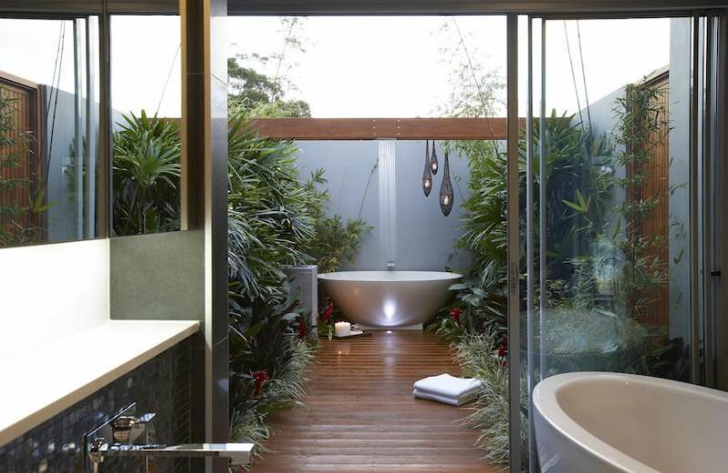 #5 tropical bathroom 10 Astonishing Tropical Bathroom Ideas That You Must See Today 10 Amazing Tropical Bath Ideas 5