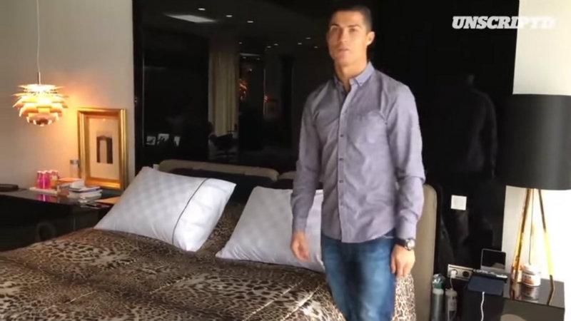 Cristiano Ronaldo: guided tour to his house.