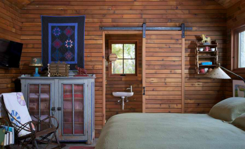 stoners-house sliding doors 10 Splendid Bedrooms with Wooden Sliding Doors Stoners House