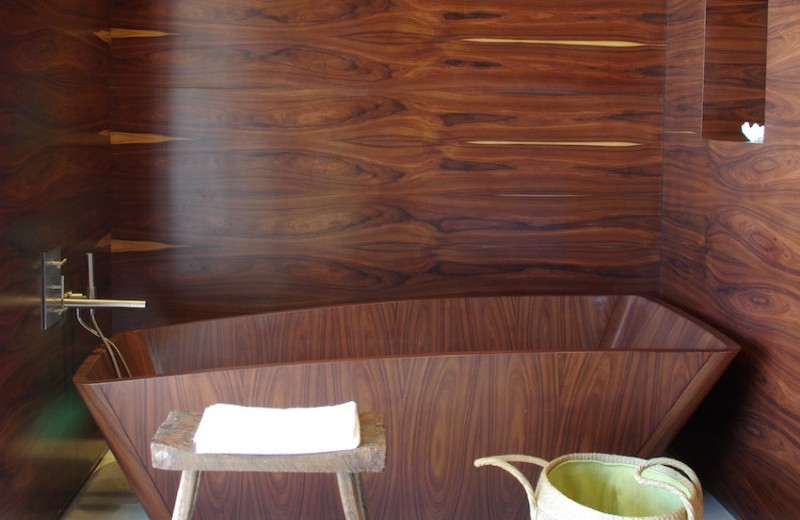 10-relaxing-and-unique-wooden bathtubs-you-will-love-have-2 wooden bathtubs 10 Relaxing and Unique Wooden Bathtubs You Will Love to Have 10 Relaxing and Unique Wooden Bathtubs You Will Love Have 2