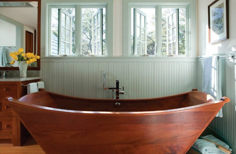 10-relaxing-and-unique-wooden bathtubs-you-will-love-have-4 wooden bathtubs 10 Relaxing and Unique Wooden Bathtubs You Will Love to Have 10 Relaxing and Unique Wooden Bathtubs You Will Love Have 4