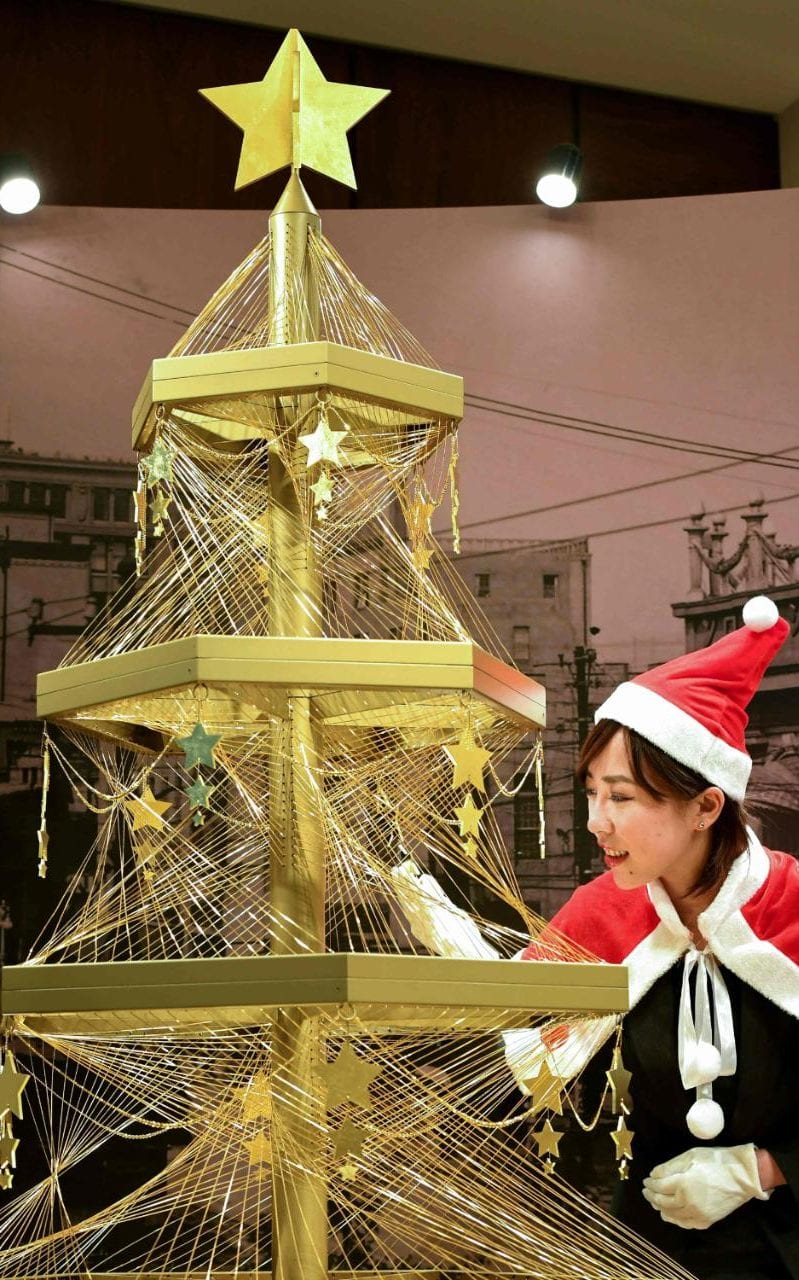 a gold Christmas tree valued at £1.4 million
