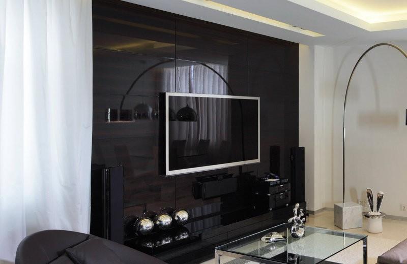 tv-screen-family room