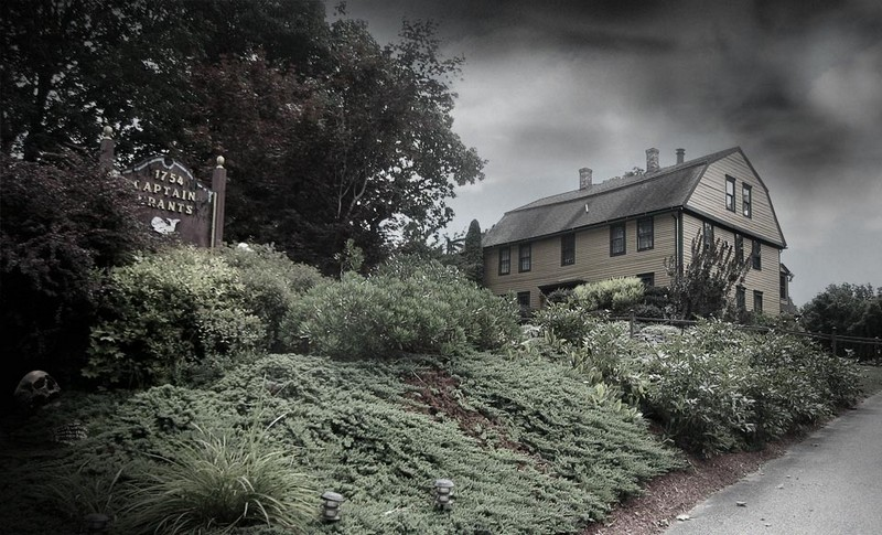 Explore Spooky Airbnbs for This Halloween. To see more news about travel, subscribe our newsletter right now! #spookyairbnbs #spookyhouses #spookyhousesforrental #scaryhouses #hauntedhouses #tophauntedhouses