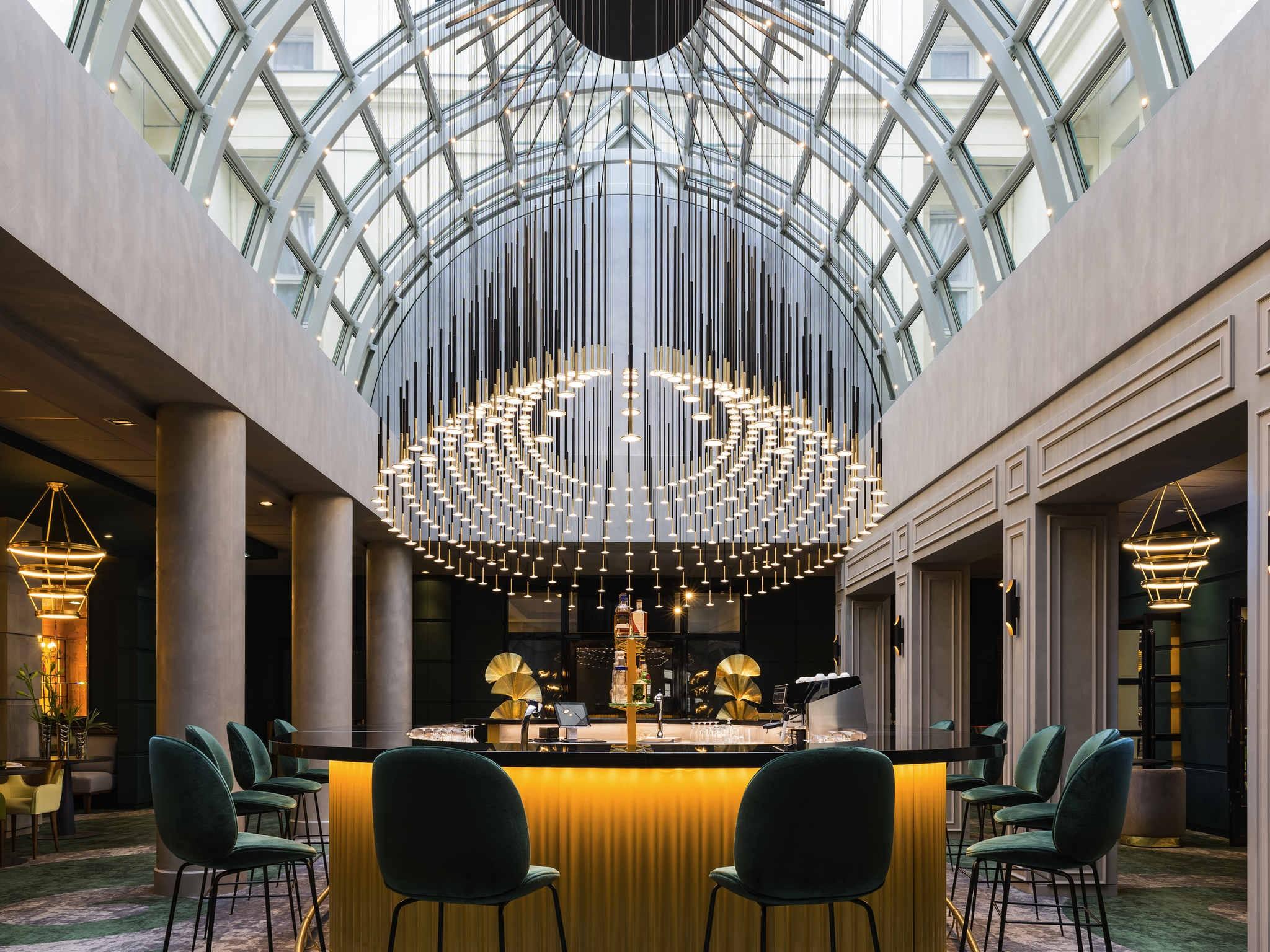 I.RAIN Enlightens Le Louis Versailles Château Hotel. To see more news about lighting decoration, subscribe our newsletter right now! #lelouisversailleschateau #irain #iraincustom #luxurychandelier #luxurybrands #luxurylighting #hallwaydecoratingideas #diningroomdecor #luxuryhotel