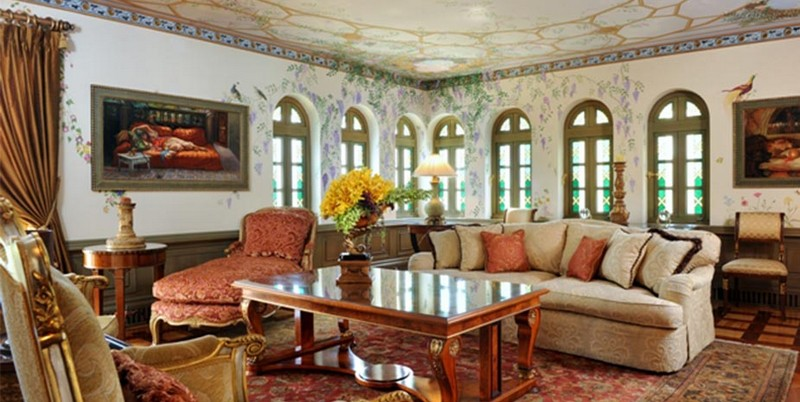 Book a Suite at The Villa, the Former Gianni Versace Mansion. To see more news about luxury hotels, subscribe our newsletter right now! #gianniversace #versacemansion #casacasuarina #amsterdampalace #luxuryhotels #miamibeachhotels #americancrimestory #ushotels #gianniversacemurder