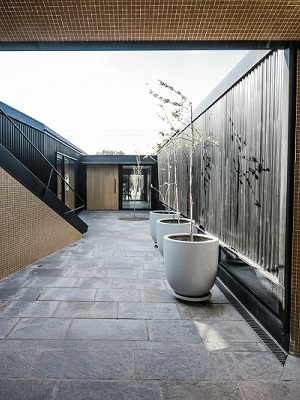 Best Design Projects Bugatti House By A4estudio ➤ #covetedmagazine #luxurymagazine #luxuryliving #interiordesign #homedecor #milandesignweek2019 #salonedelmobile2019 #isaloni2019 #maisonetobjet ➤ www.covetedition.com ➤ @covetedmagazine @bocadolobo @delightfulll @brabbu @essentialhomeeu @circudesign @mvalentinabath @luxxu @covethouse_ @rug_society @pullcast_jewelryhardware @bybrabbucontract