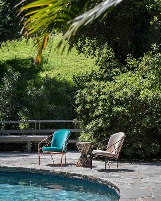 Contemporary Outdoor Furniture Inspiration By LAUN Made in Los Angeles ➤ #covetedmagazine #luxurymagazine #luxuryliving #interiordesign #homedecor #milandesignweek2019 #salonedelmobile2019 #isaloni2019 #maisonetobjet ➤ www.covetedition.com ➤ @covetedmagazine @bocadolobo @delightfulll @brabbu @essentialhomeeu @circudesign @mvalentinabath @luxxu @covethouse_ @rug_society @pullcast_jewelryhardware @bybrabbucontract