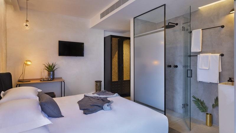 Luxury Travel Inspiration Meet The Amazing Vera Hotel In Tel Aviv ➤ #covetedmagazine #luxurymagazine #luxuryliving #interiordesign #homedecor #milandesignweek2019 #salonedelmobile2019 #isaloni2019 #maisonetobjet ➤ www.covetedition.com ➤ @covetedmagazine @bocadolobo @delightfulll @brabbu @essentialhomeeu @circudesign @mvalentinabath @luxxu @covethouse_ @rug_society @pullcast_jewelryhardware @bybrabbucontract Luxury Travel Inspiration Luxury Travel Inspiration: Meet The Amazing Vera Hotel In Tel Aviv Luxury Travel Inspiration Meet The Amazing Vera Hotel In Tel Aviv 6