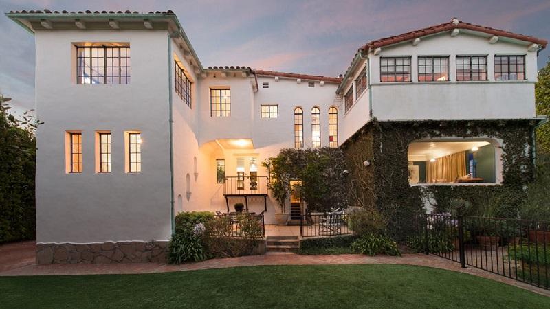 luxury home Dennis Quaid Is Selling His Lavish Pacific Palisades Luxury Home Dennis Quaid Is Selling His Lavish Pacific Palisades Luxury Home 1