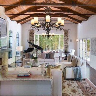 Dennis Quaid Is Selling His Lavish Pacific Palisades Luxury Home ➤ #covetedmagazine #luxuryhomes #DennisQuaid #luxuryhome ➤ www.covetedition.com ➤ @covetedmagazine @bocadolobo @delightfulll @brabbu @essentialhomeeu @circudesign @mvalentinabath @luxxu @covethouse_ @rug_society @pullcast_jewelryhardware @bybrabbucontract