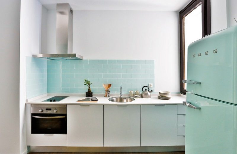 Draw Inspiration From a Series of Amazing Mid-Century Modern Kitchens 11