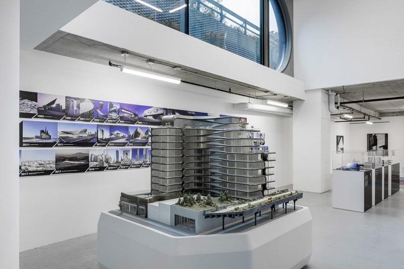 Peek Inside Pop-Up Gallery In New York City by Zaha Hadid Architects ➤ #covetedmagazine #interiordesign #homedecor #luxuryinteriors #zahahadidarchitects ➤ www.covetedition.com ➤ @covetedmagazine @bocadolobo @delightfulll @brabbu @essentialhomeeu @circudesign @mvalentinabath @luxxu @covethouse_ @rug_society @pullcast_jewelryhardware @bybrabbucontract