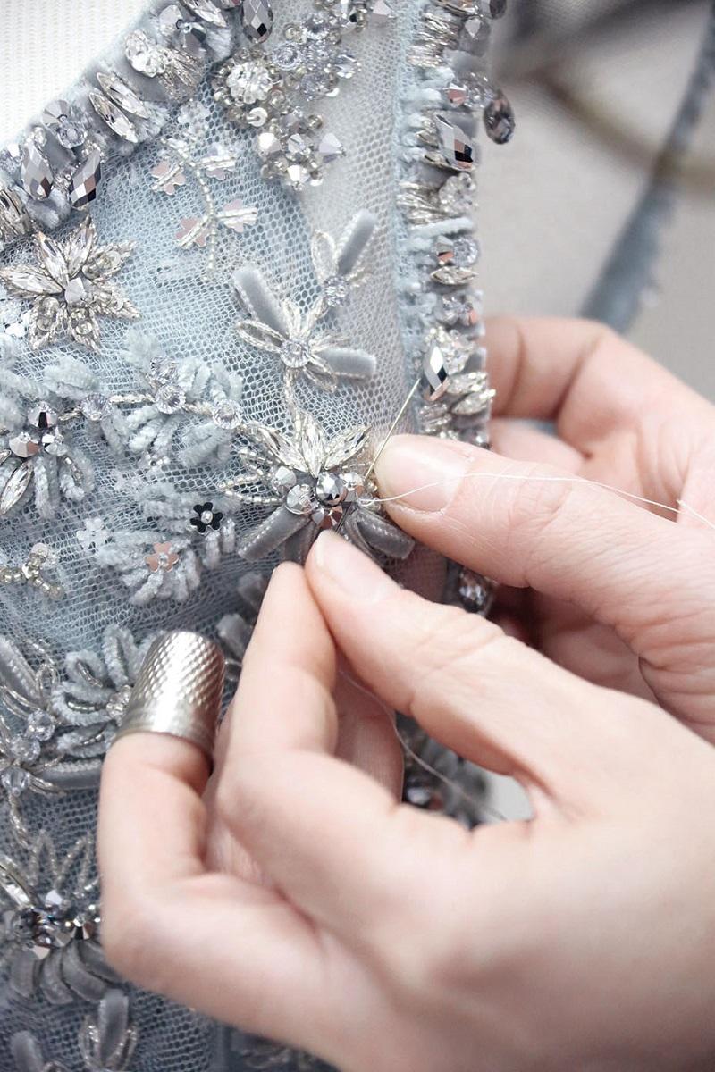 Recall Karl Lagerfeld's Tribute to Métiers D'Art and Fine Crafts 1 ➤ #covetedmagazine #interiordesign #homedecor #thebestofmom #craftsmanship #designtrends #craftsmanship #trends #luxurybrands ➤ www.covetedition.com ➤ @covetedmagazine @bocadolobo @delightfulll @brabbu @essentialhomeeu @circudesign @mvalentinabath @luxxu @covethouse_ @rug_society @pullcast_jewelryhardware @byfoogo