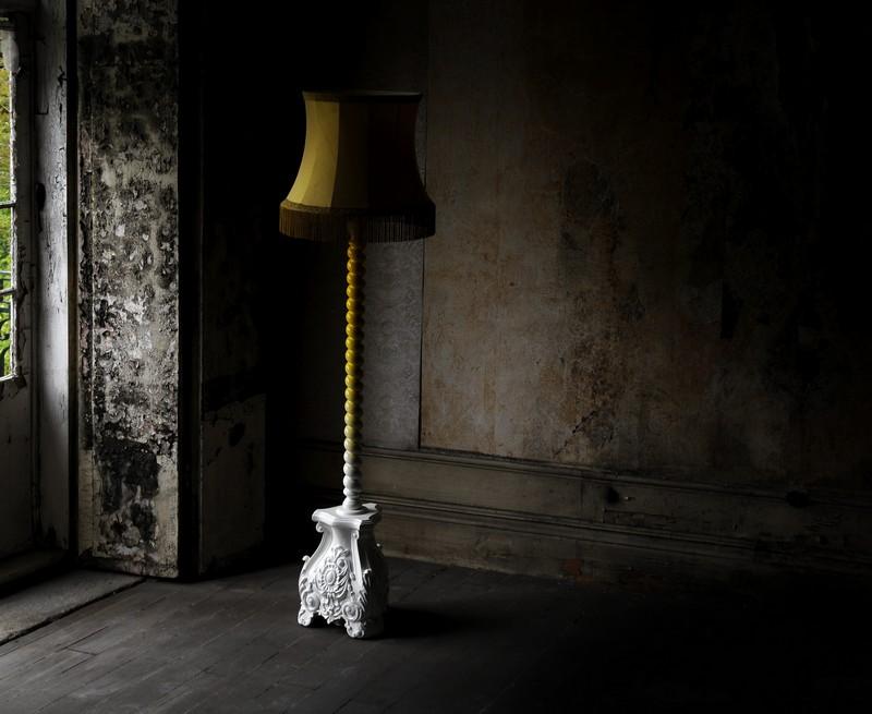 Fringing And Velvet Interior Design Inspirations: Skyscraper floor Lamp
