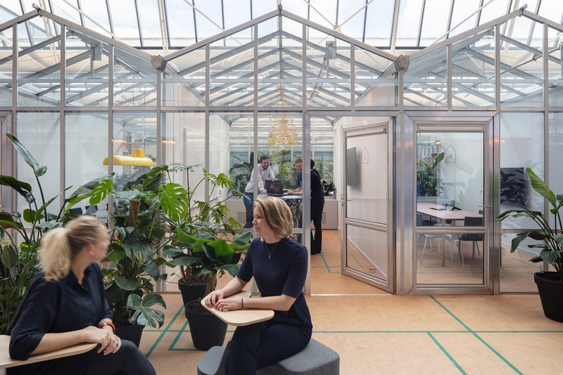 Car Garage Turns into Innovative Office